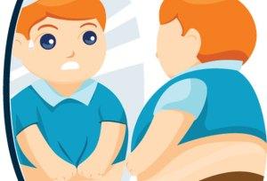 Niño en el espejo