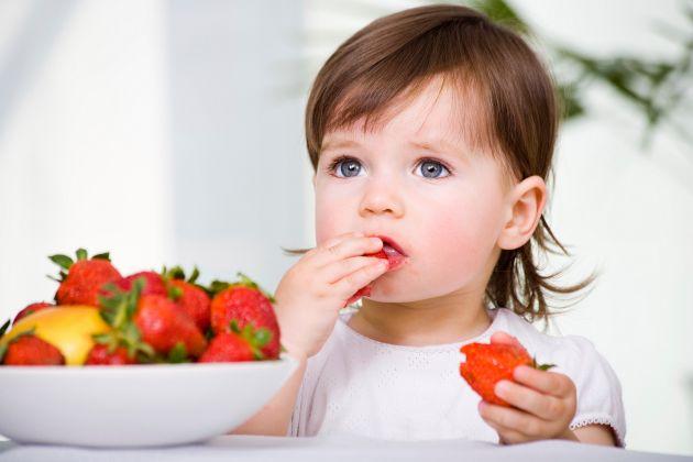 Un gran plato de ensalada y una fruta podrían ayudarte a vivirmás