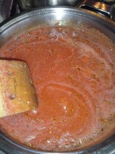 Pasta de tomate en cocción