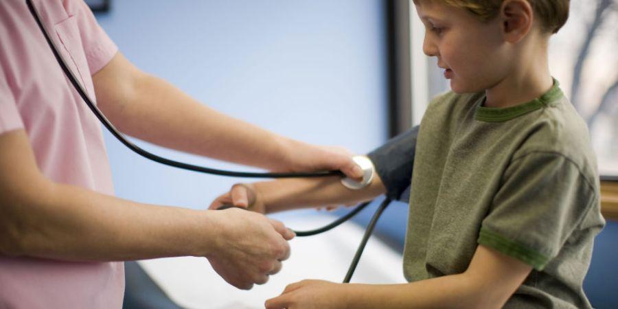 ¿Es necesario medir la presión arterial a niños yadolescentes?